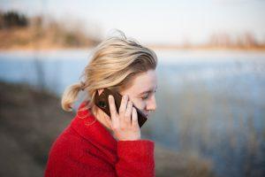 Mari soittaa äidille ja tajuaa, että hän tarvitsee seuraa
